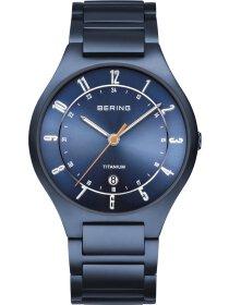 Armbanduhr mit Titanband