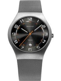 Titan Uhr mit Milanesarmband
